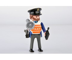 PM0010107 Полицейский с рупором