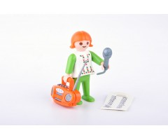 PM001112 Девочка с магнитофоном
