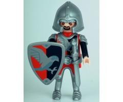 Рыцарь с щитом и мечом