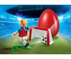 Футболист с воротами и мячом