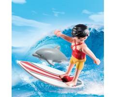 Сёрфингист с доской