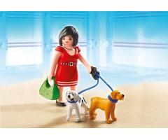 Покупательница со щенками