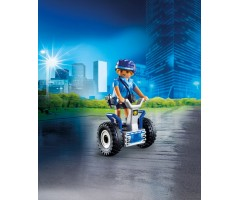 Полицейский на балансирующей гоночной машине
