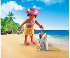 Девушка в пляжном наряде