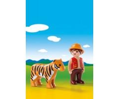 Егерь с тигром