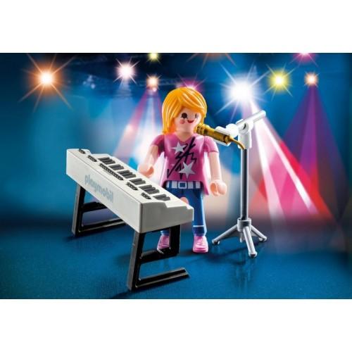 «Певица с синтезатором» PM9095