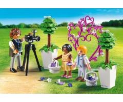 PM9230 Фотограф и дети с цветами